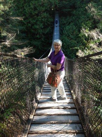 نورث فانكوفر, كندا: Wide enough to b comfortable, but it swings!!