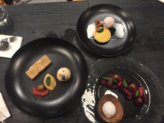 Strangford, UK: Three delicious deserts - wish I could remember what they were called but they all tasted great