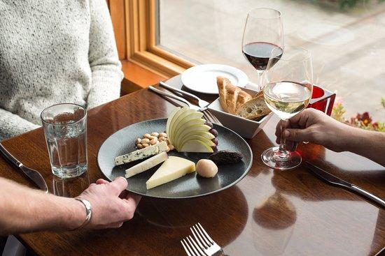 เลกออสวีโก, ออริกอน: A snack and a glass of wine from our extensive wine list.