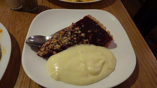 Hermitage: Lingonberry pie