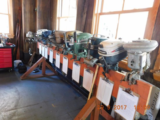 Gananoque, Canada: Antique outboards