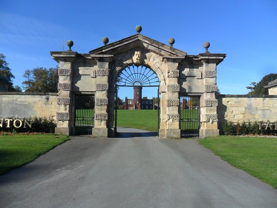Swinton Park Country Club and Spa: Entrance gate