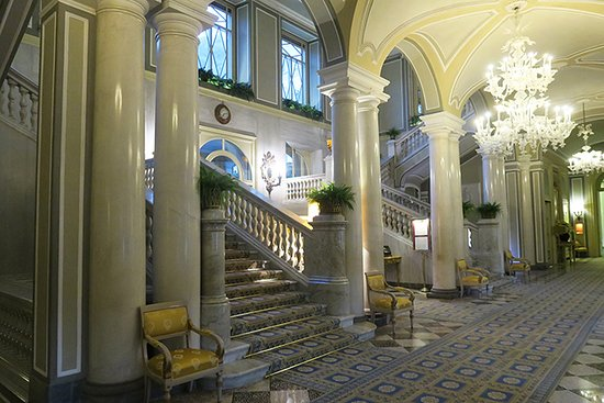 Villa d'Este: Central corridor in hotel