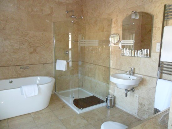 Swinton Park Country Club and Spa: The en suite