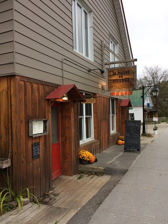 Wakefield, Kanada: The Village House