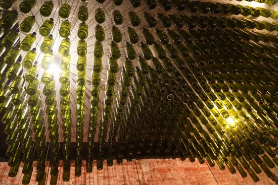 Ceiling take a look photo de zinfandel food wine bar for Food wine bar zinfandel split