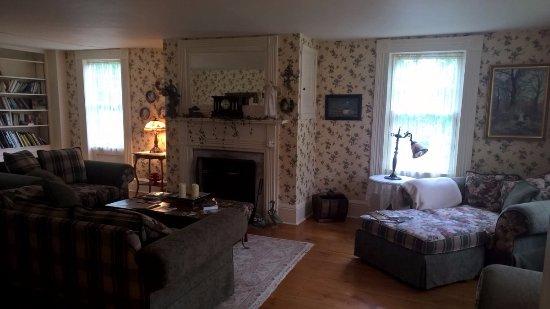 Arlington, VT: living room
