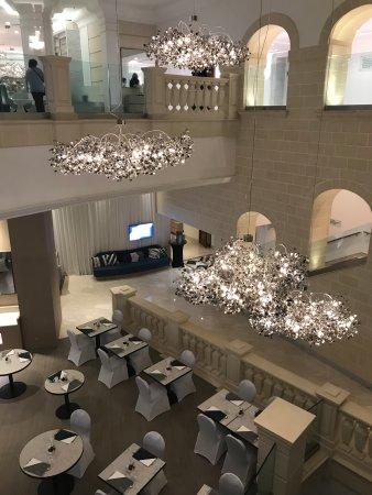 Hilton Malta: Part of foyer