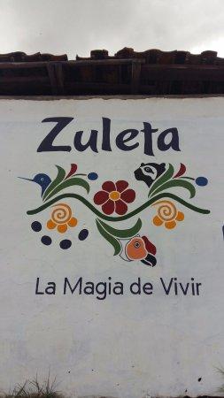 Imbabura Province, Ecuador: Hermosos bordados a mano de la zona