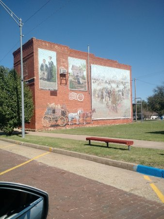 Davenport, OK: 32 Foot Mural