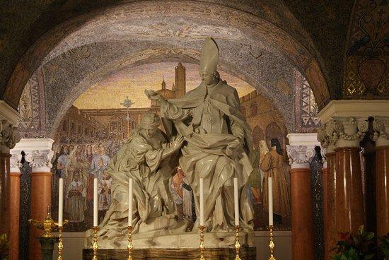 Cattedrale di Sant'Emidio : La Statua di Sant'Elpidio