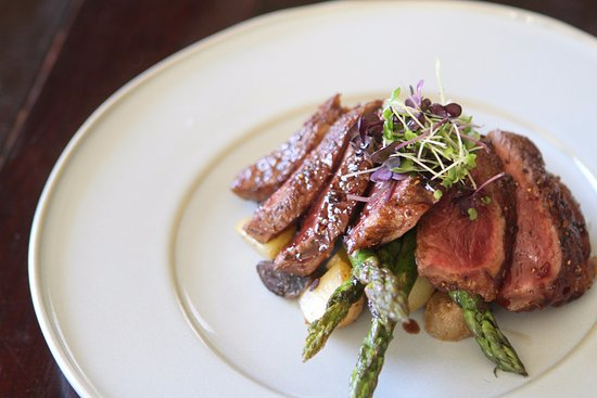 Cherry Valley, Kalifornien: Wild Game - Bison Steak with seasonal veggies