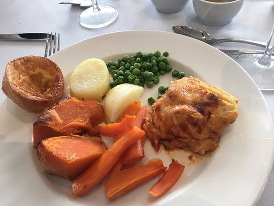 Mount Dandenong, Austrália: Worst Meal of my life - veggie lasagne with veggies & Yorkshire pudding