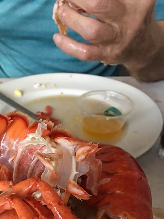 Getzville, Estado de Nueva York: An undiscovered delight!  2 lobsters for $25... We're there... and it was worth it!