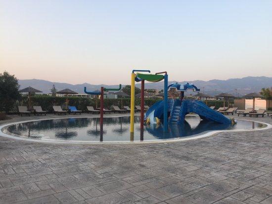 Pelagos Suites Hotel: Kids pool