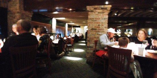 Charleston's Restaurant: Inside