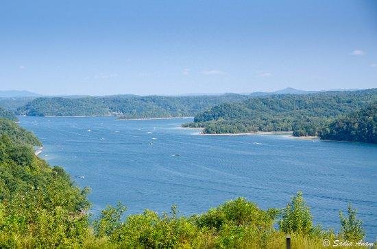 Kentucky: Beautiful blue water ..