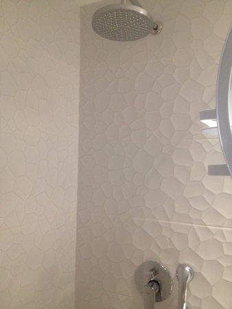 Kristalli Hotel Apartments: Rain Shower Head U0026 Hand Held Shower   2  Options, Love