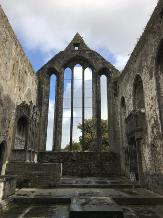 Ennis, Ireland: Open air ruins not roofed