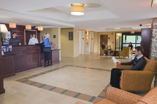 Hampton Inn Reading/Wyomissing: Front Desk