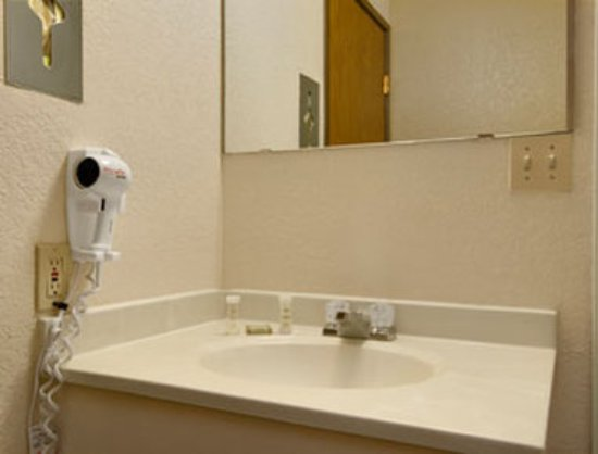 Super 8 Goodyear/Phoenix Area: Bathroom