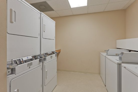 Pearl, MS: Laundry Facility