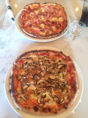 Langford, Kanada: The Funghi and Aloha Pizza