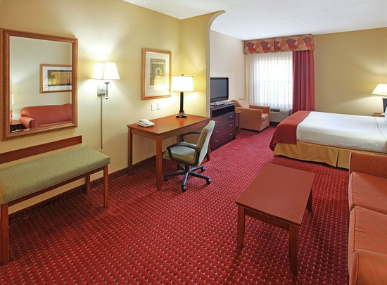 North Little Rock, AR: Family or friends visiting? Suites have plenty of space