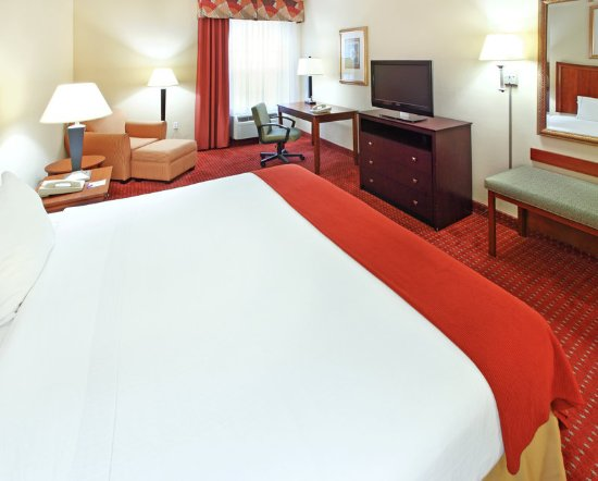 North Little Rock, AR: Relax in our spacious rooms