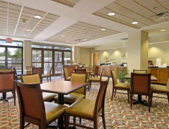 Albany, GA: Breakfast Area