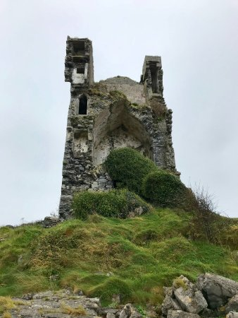 Corofin, Ireland: Ruin in the Burren close to black slea Head.