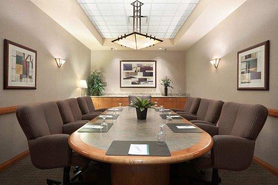 embassy suites by hilton omaha downtown old market 161. Black Bedroom Furniture Sets. Home Design Ideas