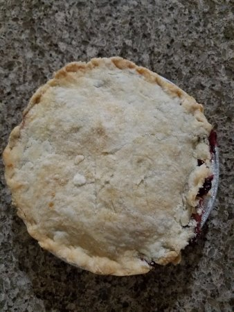 Jamesport, MO: Small raspberry pie