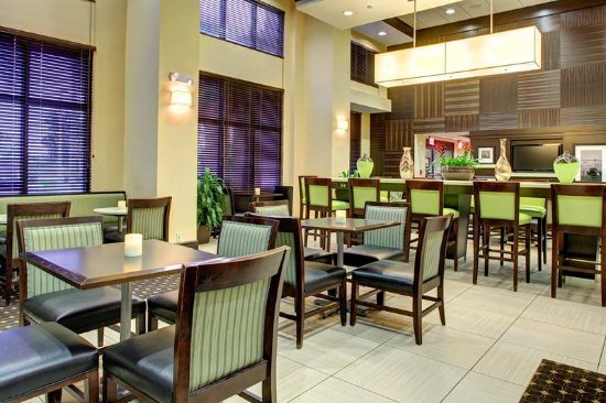 Tamarac, FL: Lobby Seating Area