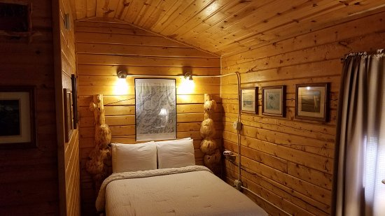 EarthSong Lodge - Denali's Natural Retreat: Cozy Woodsy Private Cabin