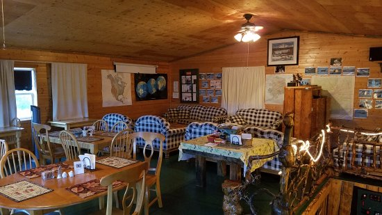EarthSong Lodge - Denali's Natural Retreat: Upstairs at the Coffee Shop