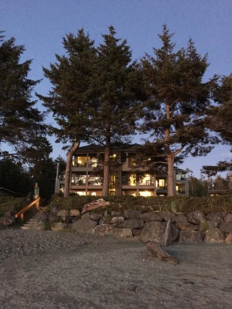 Pacific Sands Beach Resort: The Lodge Building