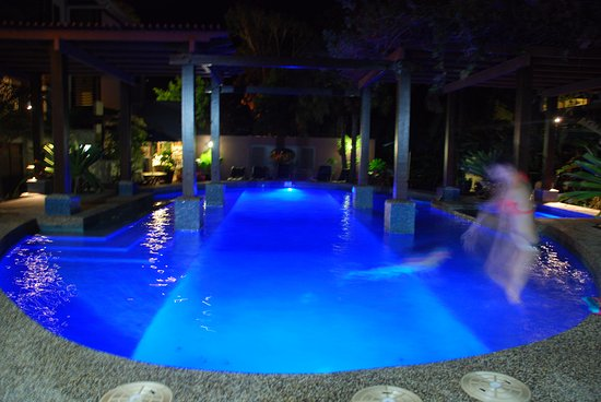 Freestyle Resort Port Douglas: Night swimming