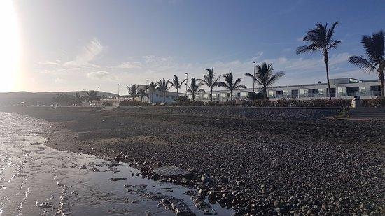 Tarajalejo, Spain: Pláž a promenáda