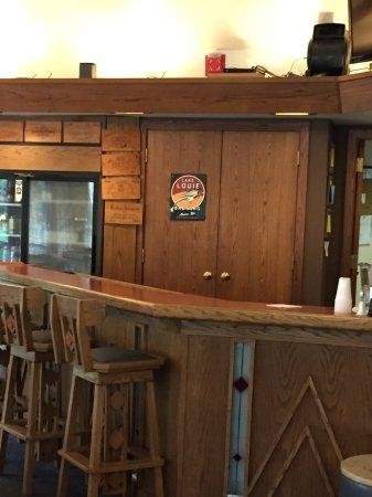 Spring Valley Inn: Bar area