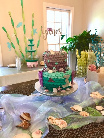 Pelham, AL: Custom Cakes not only look good but taste terrific.