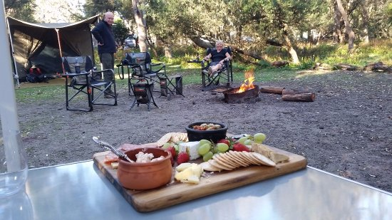 Eden, Australia: Settling in for wine by the campfire