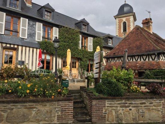 """Restaurant de la Galerie : Très joli """"trou"""" Normand. Ce village est un bijou et ce Restaurant une aubaine de simplicité et"""