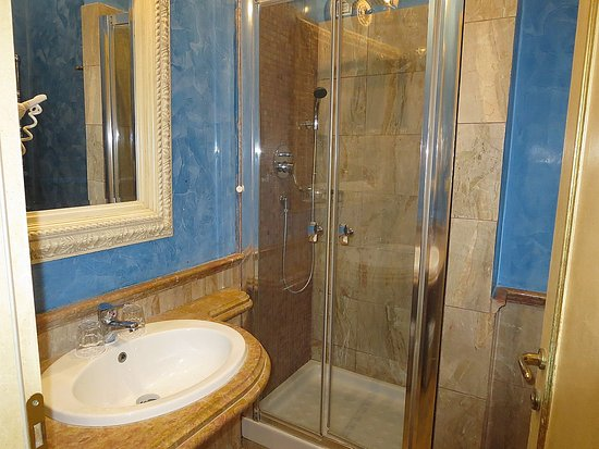 Hotel Romanico Palace: bathroom