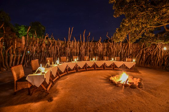 Nkorho Bush Lodge: Dinner is served in a leadwood boma around a fire most nights