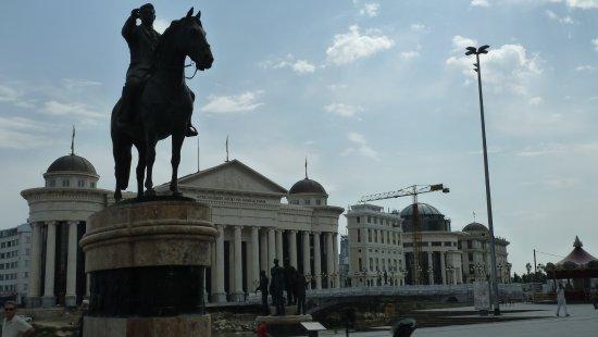 Skopje Region, Republic of Macedonia: Ohne Skulptur geht hier gar nichts
