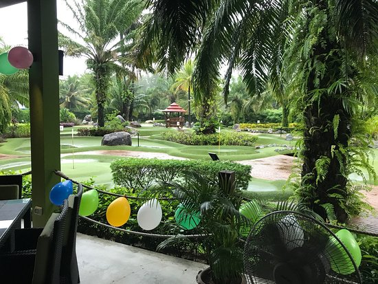 Phuket Adventure Mini Golf: Even with some rain it's lots of fun
