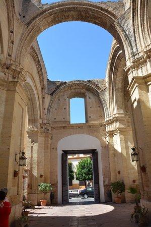 Ecija, İspanya: Church of Santa Cruz