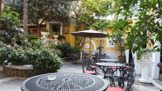 Villa San Lorenzo Maria Hotel: Terrasse à l'entrée