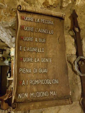 Vittoria, Ιταλία: arredamento del locale
